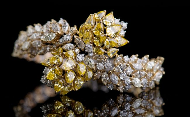 bracelet diamants blancs & jaunes shutterstock_184411040